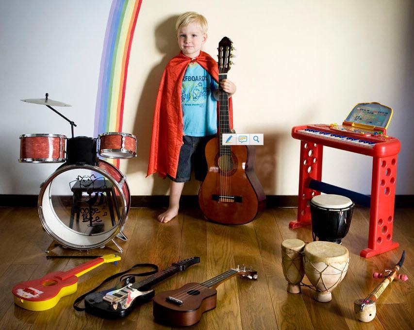 عکس هایی که بچه هایی از کشورهای مختلف را با محبوب ترین اسباب بازی هایشان نشان می دهد