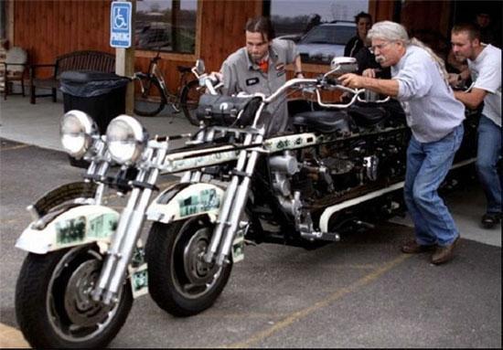 موتور سیکلتی با گنجایش یک مینی بوس!